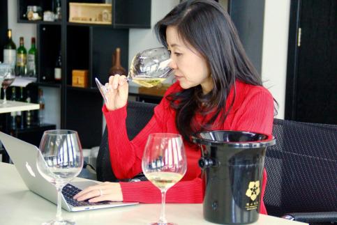 葡萄酒大师李志延为国内消费者鉴别线上热门酒款