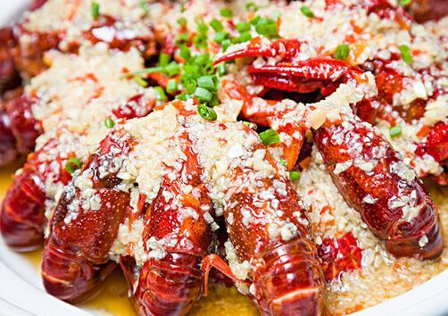 小龙虾可以配红酒吗?肯定是可以的!