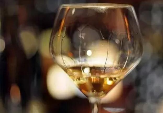 红酒挂杯是什么意思?挂杯的红酒是好红酒吗