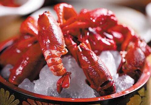 小龙虾能配红酒吗?