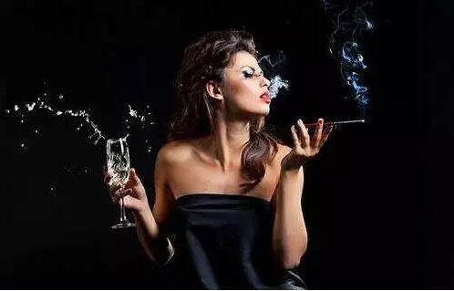 一杯葡萄酒可减轻吸三根烟带来的危害?