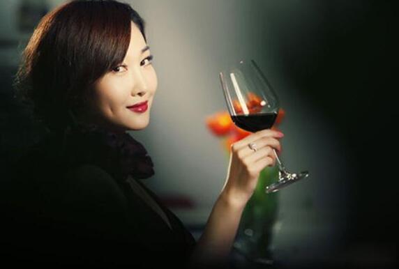 睡前可以喝红酒吗?睡前喝多少红酒比较好?