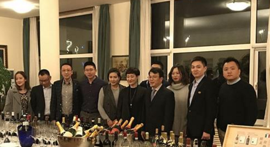 """黄卫东教授成为中国首位获得""""意大利之星""""骑士勋章的葡萄酒行业人士"""