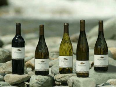 新西兰红酒由哪些葡萄品种酿造的?