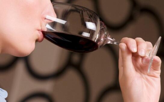 每天一杯红酒能减肥吗?每天一杯红酒的五大好处