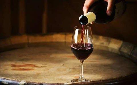 吃葡萄不吐葡萄皮,酿葡萄酒需吐葡萄皮吗?