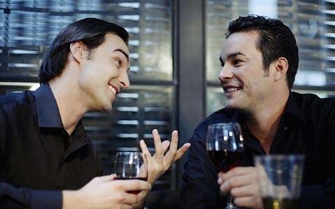 酗酒危害大,每天喝多少红酒合适?