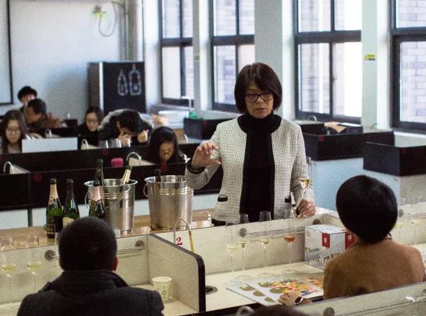 香槟协会王蔚女士受聘为西农客座教授