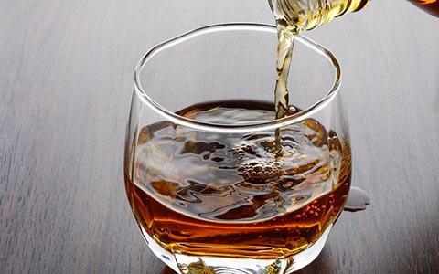 负鼠偷喝掉威士忌醉倒 关于波本威士忌你必须知道的事
