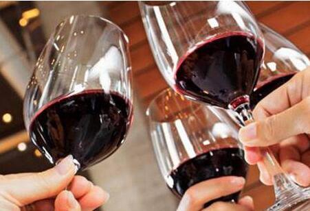 女人喝红酒的好处,99%的女人喜欢第三点!