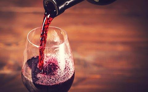 关于红葡萄酒的谣言,你相信了几条?