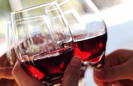 英国红酒文化,孩子5岁开始喝酒!