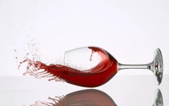 """为什么一些葡萄酒喝起来很容易""""上头""""?"""