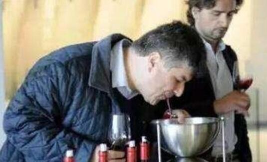 """葡萄酒品鉴过程中为什么要""""吐酒""""?答案原来是这样!"""