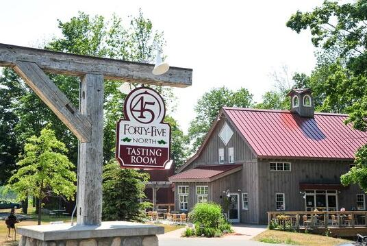 北纬45度酒庄(45 North Vineyard & Winery)