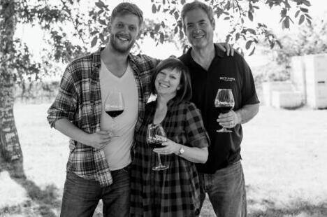 布林·茅尔酒庄主人:乔·劳尔(Jon Lauer)和凯西·劳尔(Kathy Lauer)夫妇