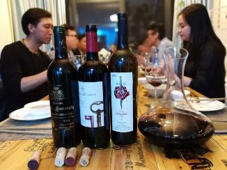轻食与葡萄酒搭配营销,也可以提升葡萄酒销售业绩