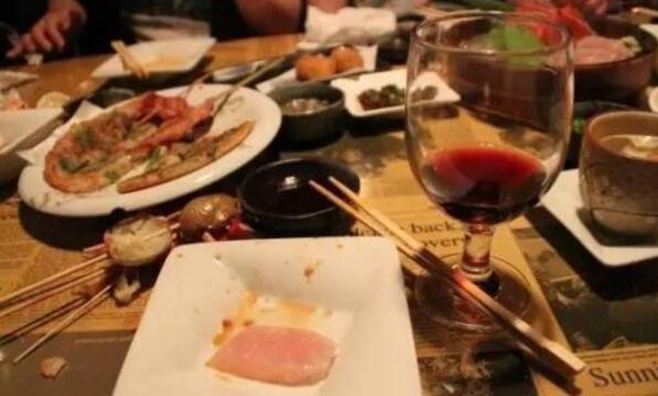 喝红酒搭配什么菜比较好?