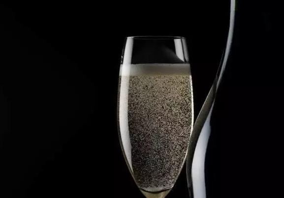 张祎:我们爱香槟,爱它那上下翻腾的气泡