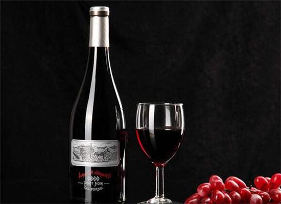 简单辨别葡萄酒真假技巧