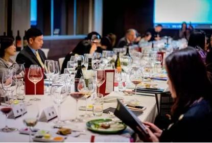 越来越多酒商组织高端付费酒局,多少客人才能达到盈亏平衡点?