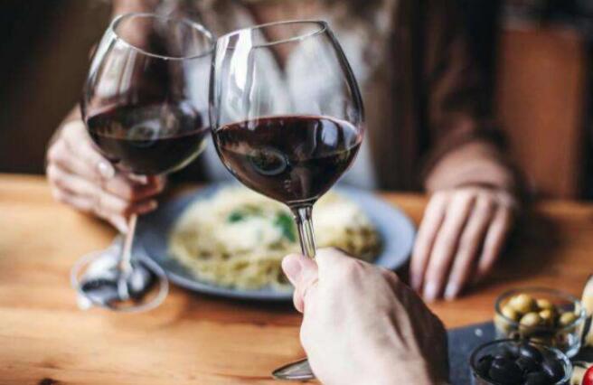 葡萄酒网,线上线下结合引领行业前进
