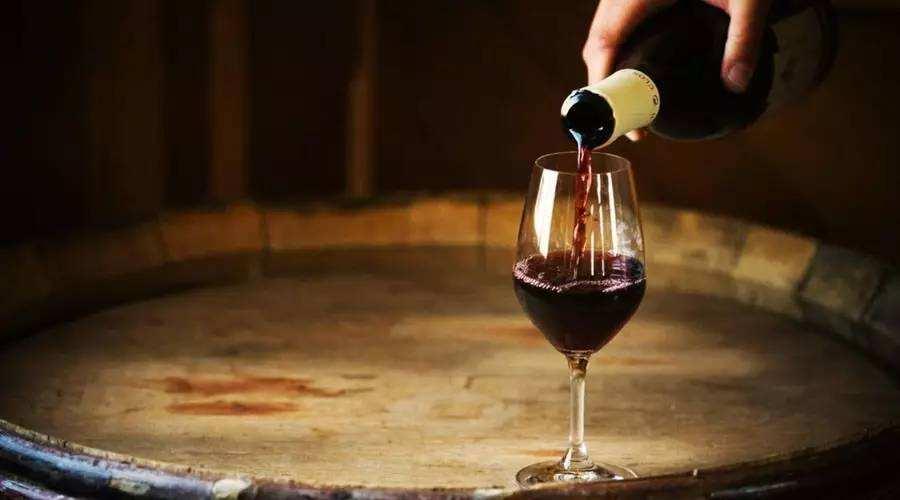 倒红酒为什么不能倒满杯呢?