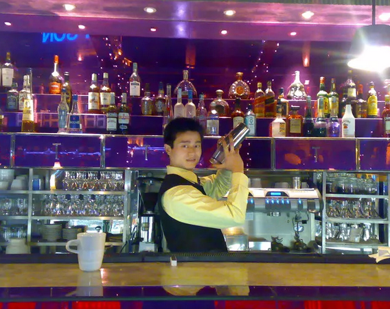专访成都侍酒师丁磊:我有独特技巧记忆葡萄酒