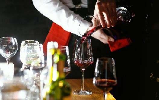白酒、红酒、香槟可以混着喝吗?