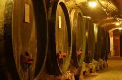 来自中世纪神秘的ČEJKOVICE 圣殿骑士酒窖 登陆中国