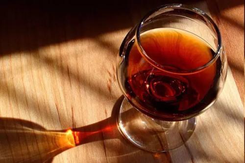 适量饮用葡萄酒可预防牙周病 真的吗