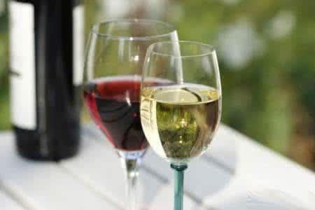 葡萄酒杯的秘密  你知道几个