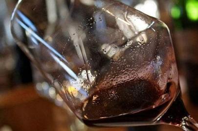 红酒的沉淀物 有沉淀物的葡萄酒还能喝吗?