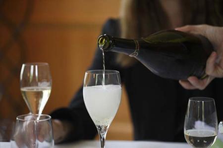 感恩节适合的葡萄美酒配美味佳肴