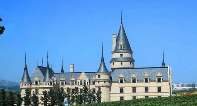 CCTV2《深度财经》栏目对张裕葡萄酒文化旅游区进行深度报道