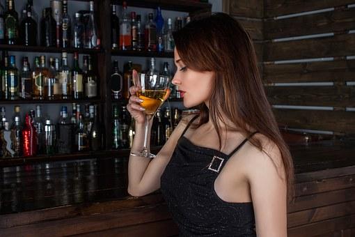 原来葡萄酒的碰杯文化是怎么来的