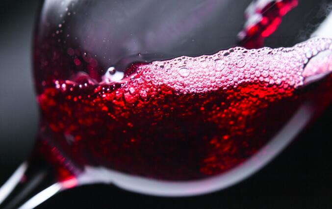 进口葡萄酒不断冲击中国市场,国产葡萄酒应该如何发展?