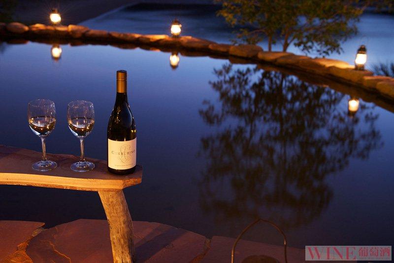 与最爱的人,共饮一杯葡萄酒