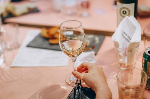 雷司令干白葡萄酒怎样喝最好?
