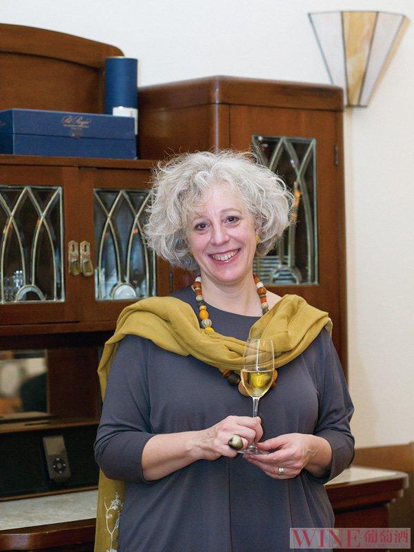 伊丽莎白·戈比:金字塔里的葡萄酒同样美丽