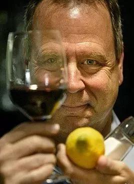 世界葡萄酒大师Tim Hanni亮相上海美酒美食展,携手米其林名厨,三天5场餐酒搭配大师班,打造美酒美食极致盛宴