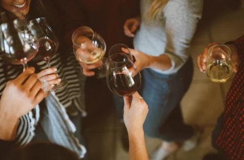 葡萄酒酒杯 挑选适合的葡萄酒杯指南
