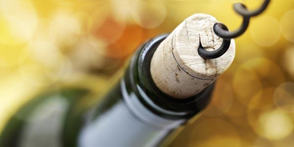 葡萄酒软木塞和螺旋瓶盖:利与弊