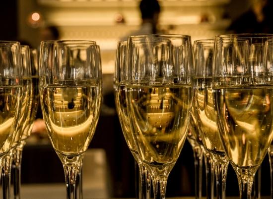 起泡葡萄酒和香槟是如何酿造的?