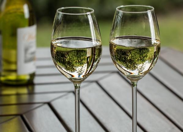 葡萄酒对比:霞多丽与长相思的区别