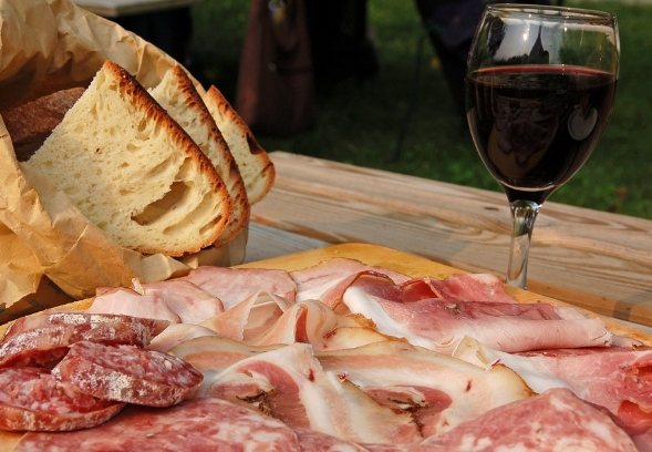 适合搭配火腿的5种最佳葡萄酒