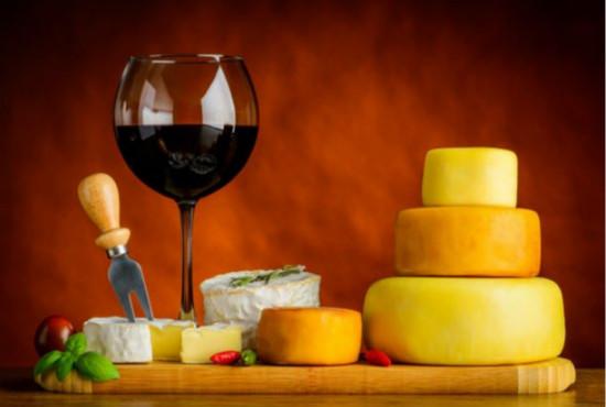 世界上著名适合女人喝的,最有丰富迷人的红葡萄酒。
