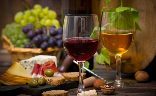 要想品葡萄酒是不是得学会五部品酒法呢?