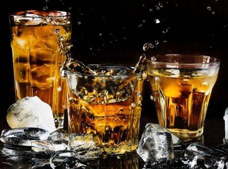 为什么威士忌是棕色的?