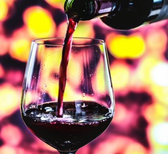 红葡萄酒是什么做成的?